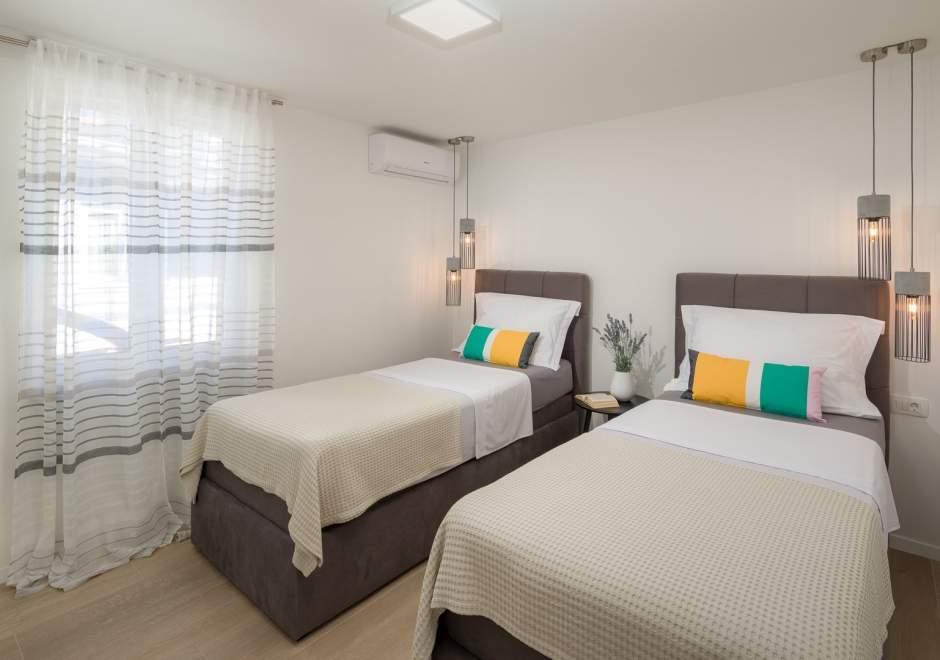 Villa Roko with jacuzzi near the beach in Trogir