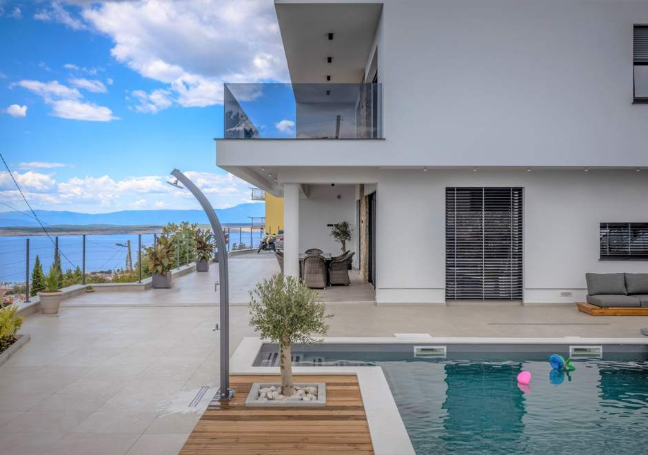 Deluxe Villa Provvidenza with breathtaking Sea View and heated Pool