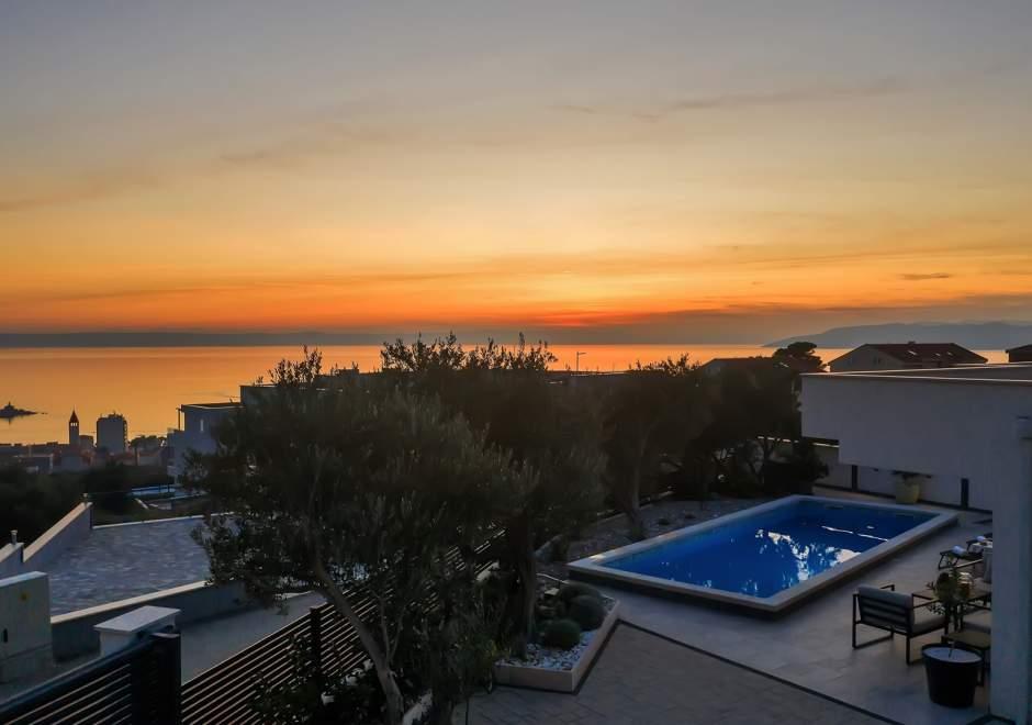 Luksuzna vila Festina Lente u Makarskoj s grijanim bazenom