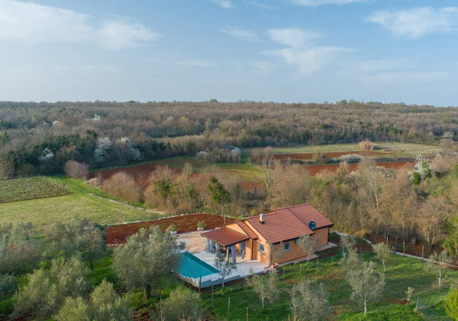Villa Pendolina with private pool surrounded by nature
