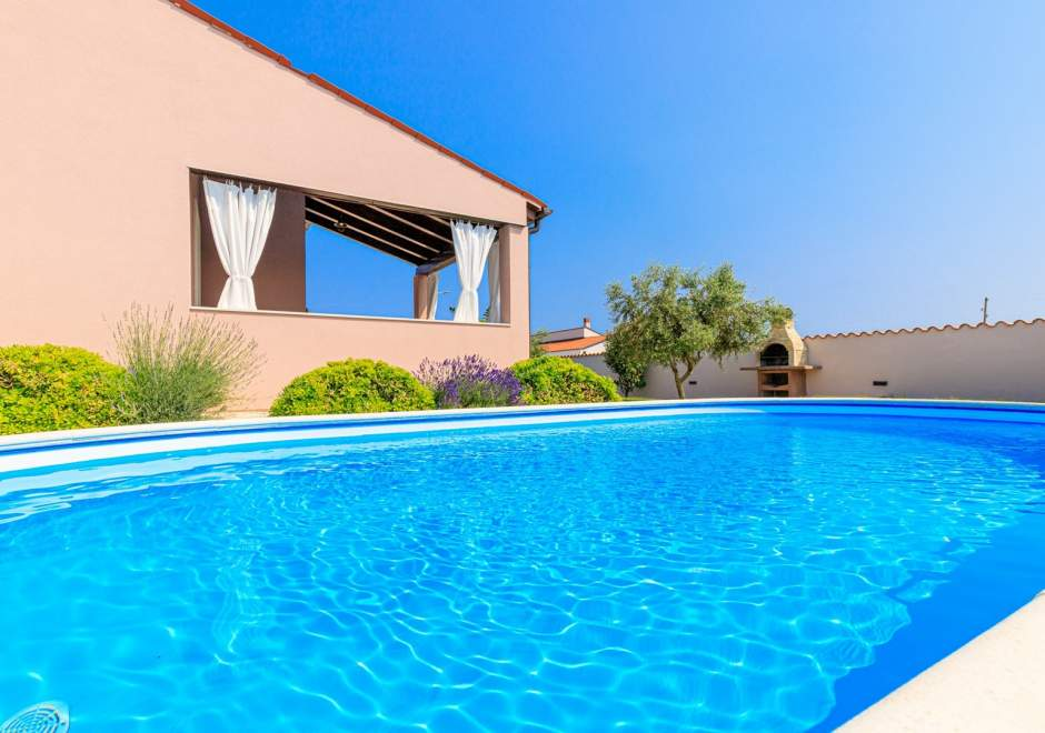 Villa Agri with large Garden and Pool, near Pula