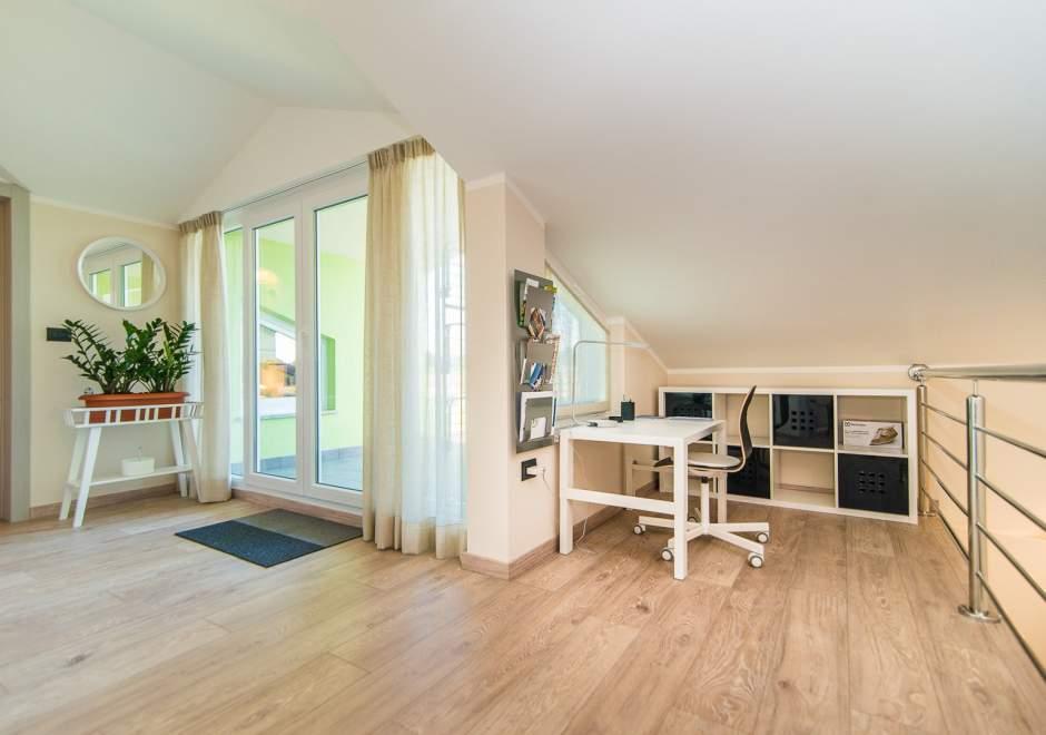Modern apartment with balcony on two floors Vet-Centar II A4