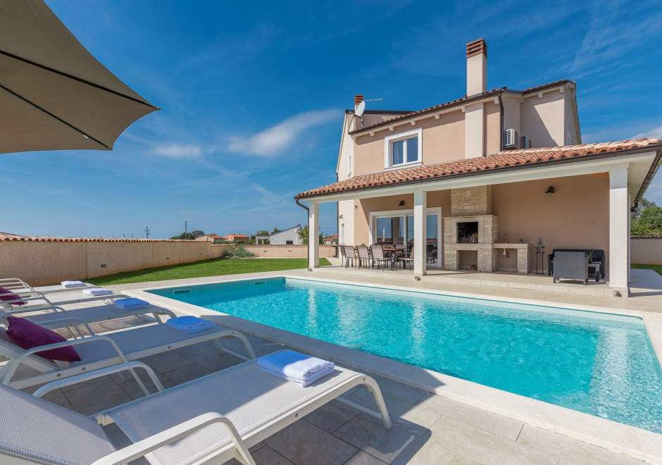 Stylish Villa Magica with private pool and BBQ
