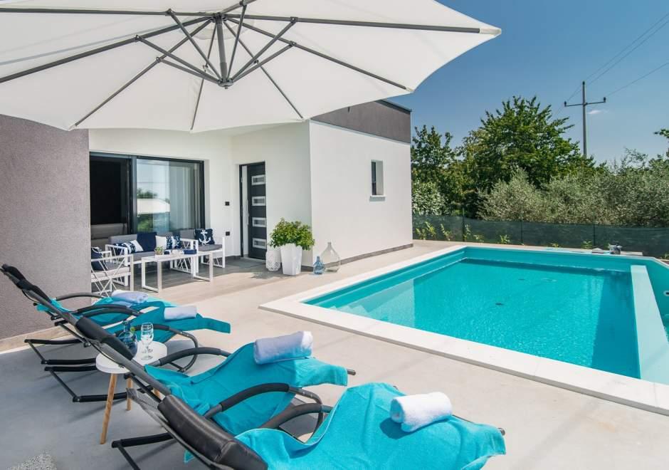 Gorgeous 4* Two Bedroom Villa Oleandra