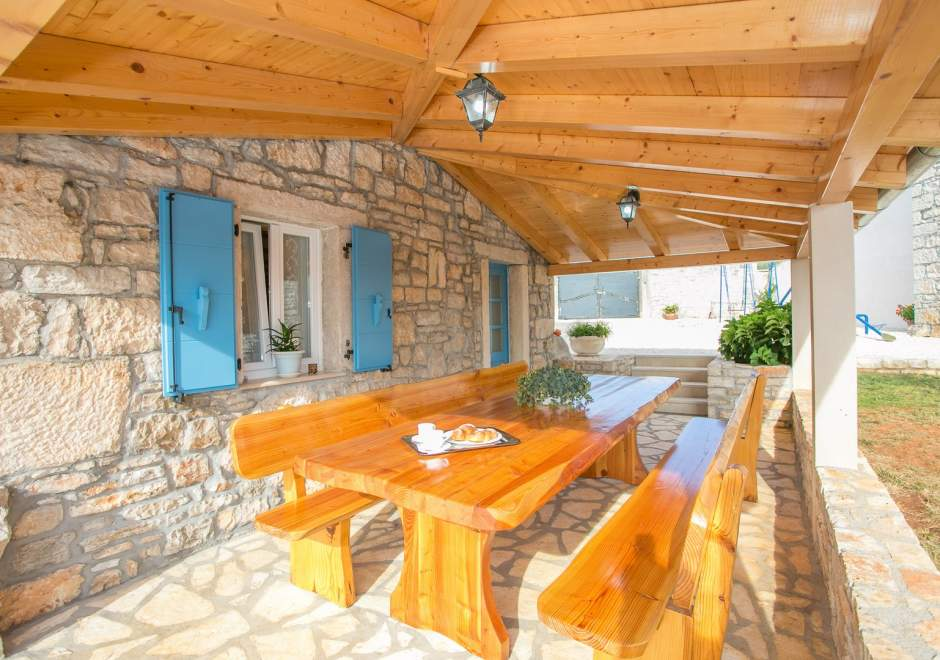 Pets Friendly, Fully Fenced Villa Angela with Pool