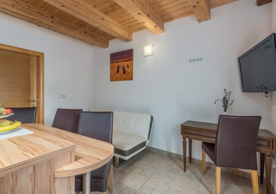 Apartment Lana in Villa Anja