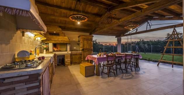 Luxury Villa Lemaliante with Pool, Sauna and Whirlpool