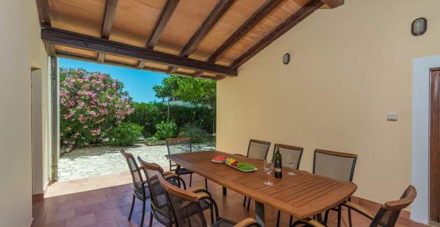 Holiday house Flora with private pool