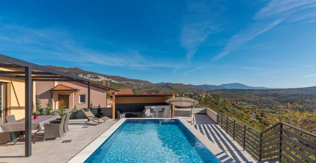Holiday House with pool in Roc