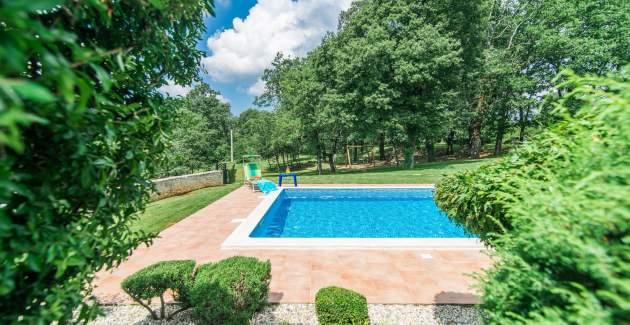 Villa Catarina s prekrasnim privatnim vrtom i bazenom