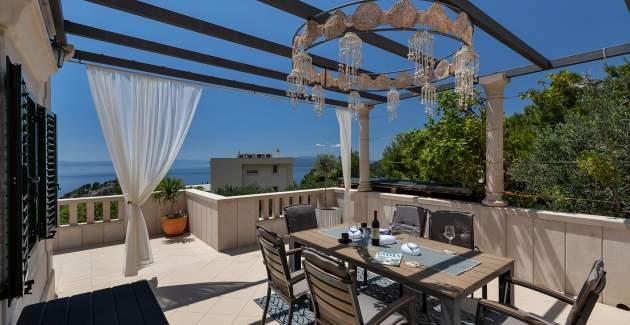 Villa Vesna with private pool in Makarska