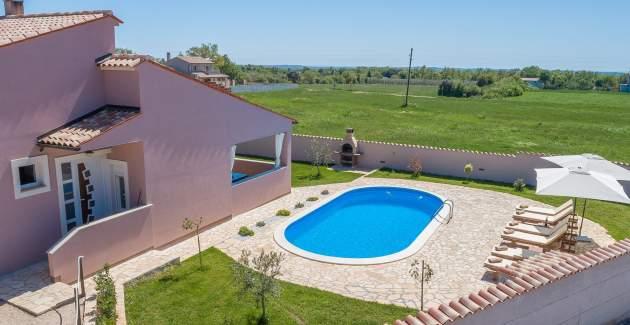 Villa Agri s velikim vrtom i bazenom, u blizini Pule