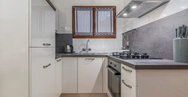 Studio Apartment Rakovac I with Terrace and Garden View