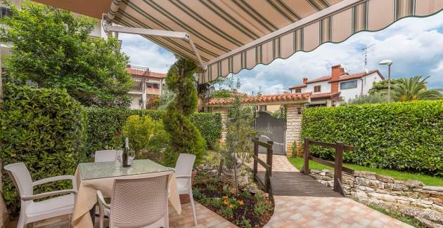 Modernly furnished Two-Bedroom Apartment Rakovac V with Terrace