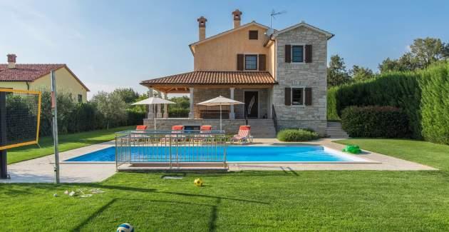 Spacious Villa Nikka with beautiful Garden and Pool