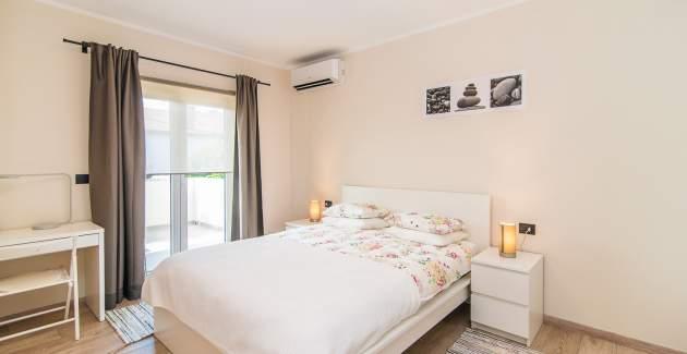 One-Bedroom Apartment with Balcony Vet-Centar I A2+2