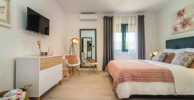 Wunderschöne 4* Villa Oleandra mit zwei Schlafzimmern