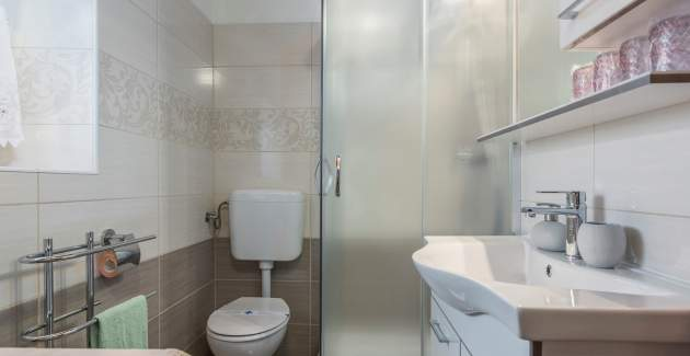 Two Bedroom Apartment Legovic with Garden