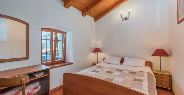 Four-Bedroom Holiday House Maria Nora with Pool