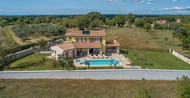 Villa Gardenia with pool, garden and jacuzzi