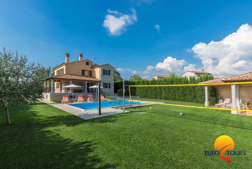 Villa In.