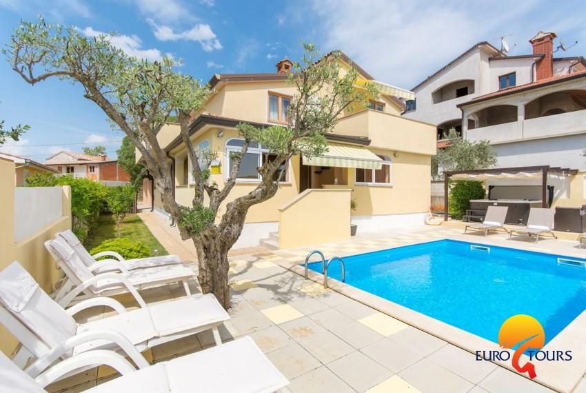 Appartamento con 3 Camere da Letto Sani I con Piscina e Vasca Idromassaggio