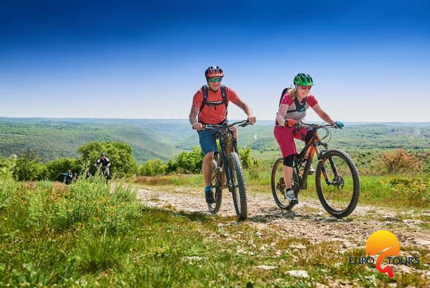 Weekend Bike and Gourmet Tour