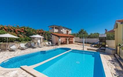 Ferienhaus Olivia mit privatem Pool