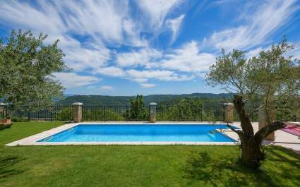 Holiday home with stunning view and private pool in Zamask