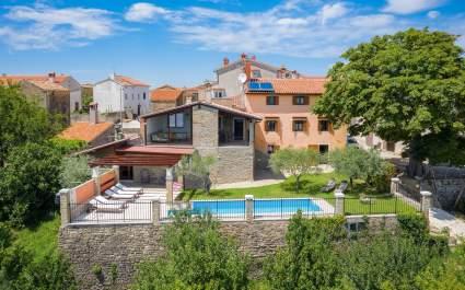 Kuća za odmor s prekrasnim pogledom i privatnim bazenom u Zamasku