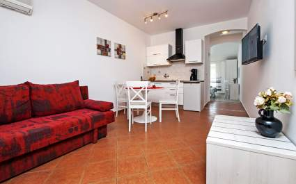 Apartment Pino A2 with terrace near the beach