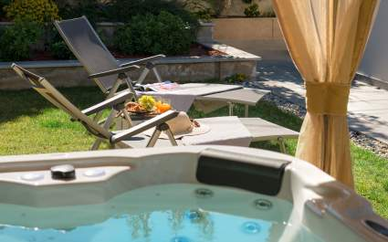 Villa Roko with jacuzzi near the beach in Trogir