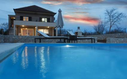 Villa Nar with Private Pool near Zadar