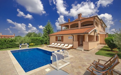 4* Villa Ulika with Spacious Garden and Pool