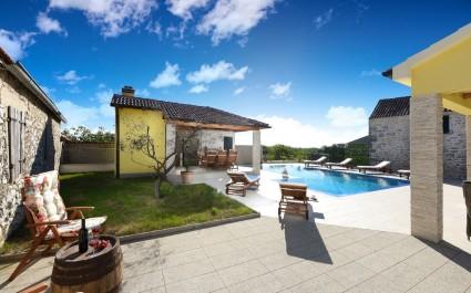 Bella Villa Petra con cucina estiva e piscina
