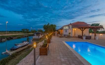 Villa Ritta s Privatnim Brodskim Vezom - Nin