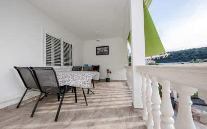 Apartments Marija Kampor - A1 with terrace and sea view