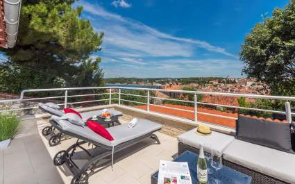 Deluxe Villa Royal with Sea View a Rovigno