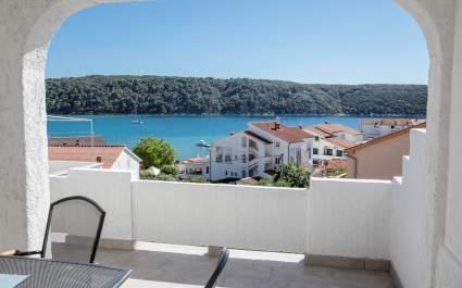 Apartmani Korina / Apartman A2 s balkonom, 100m od plaže - Otok Rab