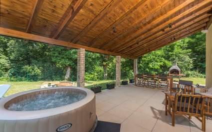 Ferienhaus Nono mit Pool und Whirlpool