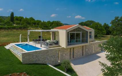 Family Villa Monvue with private pool and panoramic view near Motovun