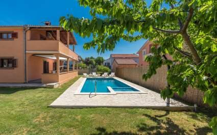 Apartman Emanuela s privatnim bazenom u blizini Pule