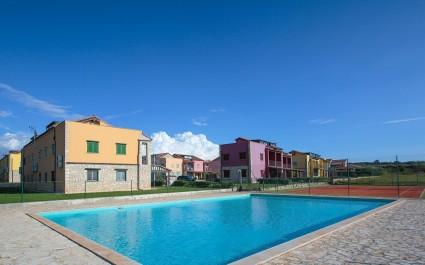 Appartamento Ghedda Blue con balcone e piscina in comune