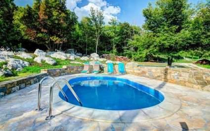 Casa di Pietra Hum con piscina