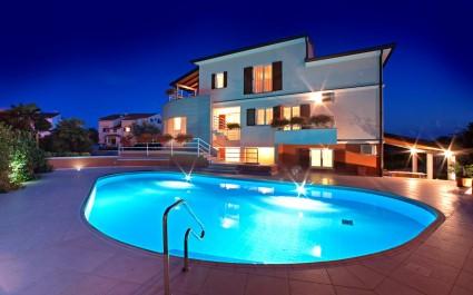 Ein Zimmer Ferienwohnung Irena III mit Pool