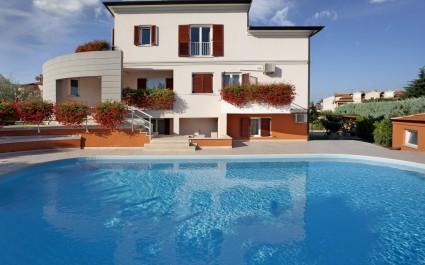 Appartamento Irena VI con tre camere e piscina in comune