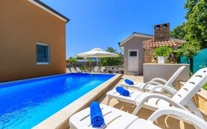 Two Bedroom Apartment Vanessa I with Shared Pool