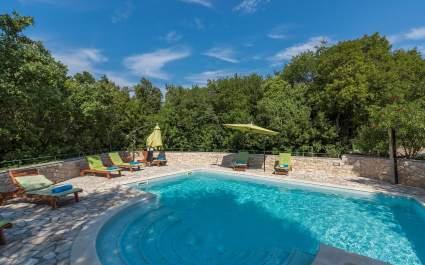 Villa Ana mit Gemeinschaftspool im Resort Vlakovo