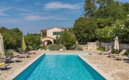 Villa Biljana with shared pool in Resort Vlakovo