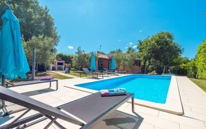 Ferienhaus Kosuta mit Pool - Sveti Lovrec